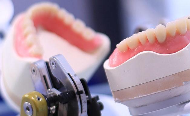 Protetyka dentystyczna, korony licówki, odbudowa zęba